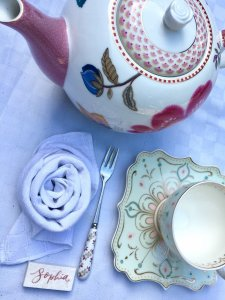 Fold your linen or paper napkins into rose shaped loveliness in about 20 seconds.