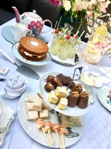 September afternoon tea for the children. Enjoying the last sunny weekends of the September sunshine